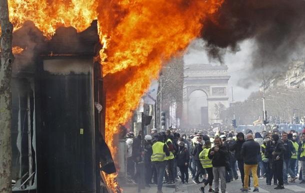 Уряд Франції заборонятиме протести  жовтих жилетів  у центрі Парижа