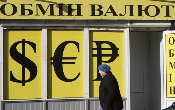 Долар в обмінниках Києва продовжує зростати