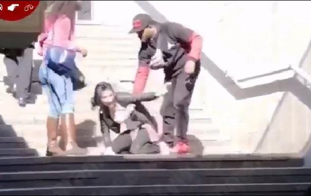 У Києві темношкірий побив циганок