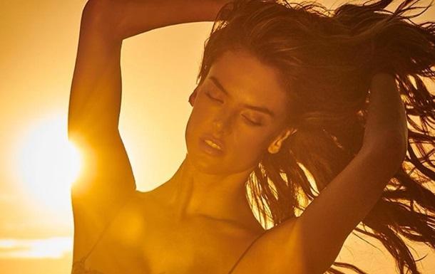 Алессандра Амбросио снялась в  горячей  фотосессии
