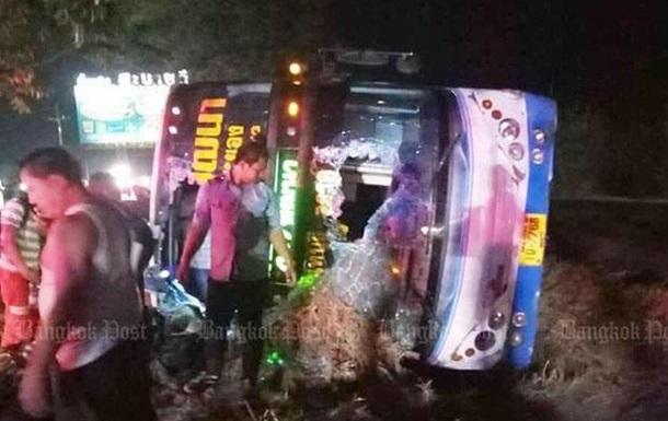 У Таїланді перекинувся рейсовий автобус: понад 30 постраждалих