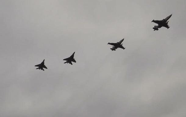 ЗСУ показали навчально-бойові польоти винищувачів над Азовським морем