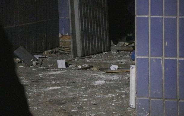 Поліція Києва назвала причину вибуху в під їзді багатоповерхівки
