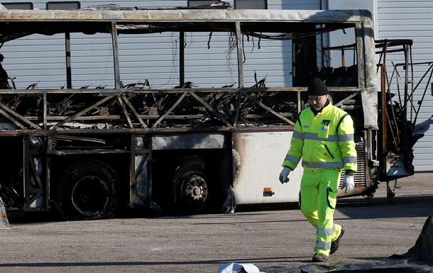В Італії водій викрав і спалив шкільний автобус
