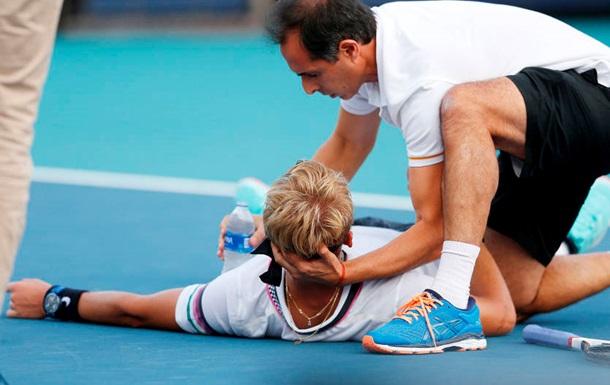 Тенісист впав на корті під час матчу в Маямі через судоми і не зміг продовжити матч