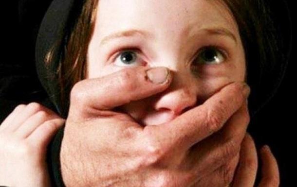 В Украине за сутки зафиксировали пять случаев растления детей