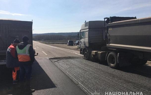 Умер второй работник дорожной службы после ДТП на трассе Киев-Одесса