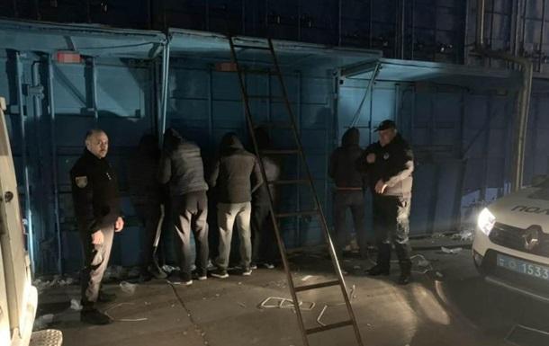 В Одессе банда ночью грабила рынок