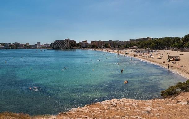 На пляжах Іспанії штрафуватимуть за розпивання алкоголю
