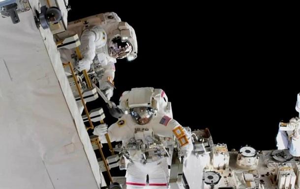 В астронавтів NASA виникли проблеми у відкритому космосі