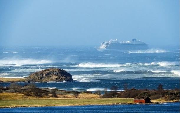 Эвакуация с лайнера в Норвегии продлится всю ночь