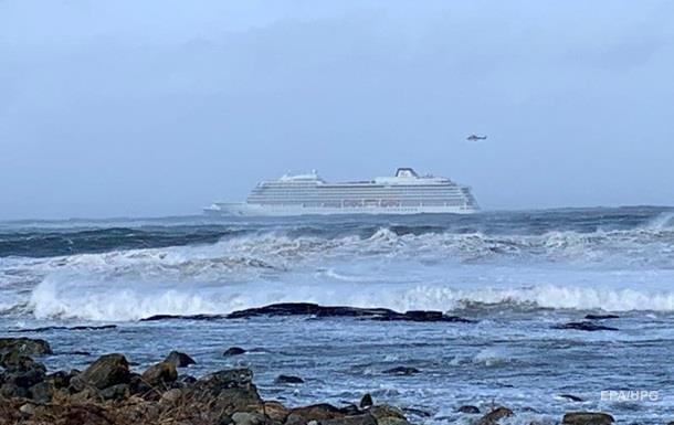 ЧП с круизным лайнером возле Норвегии: пострадали почти 30 человек