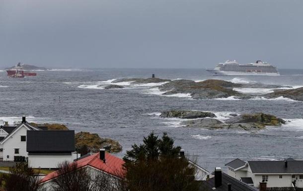 Лайнер Viking Sky відбуксирували до норвезького порту