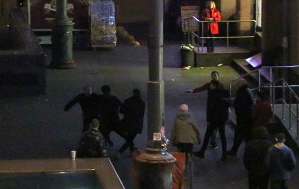 В Киеве пьяные посетители супермаркета подрались с охраной