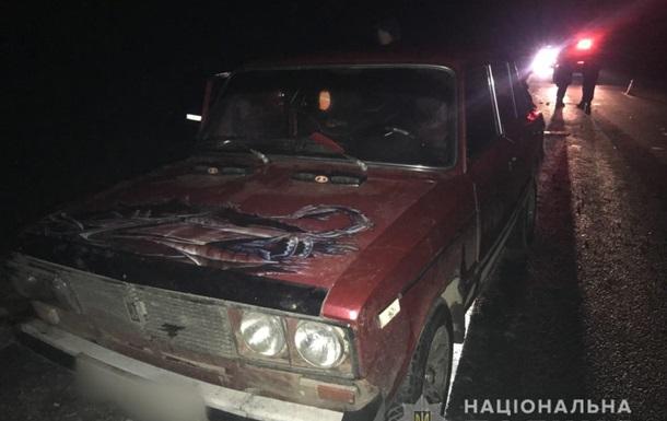 Под Харьковом микроавтобус сбил людей, толкающих машину