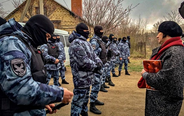У Криму ФСБ проводить масові обшуки у кримських татар