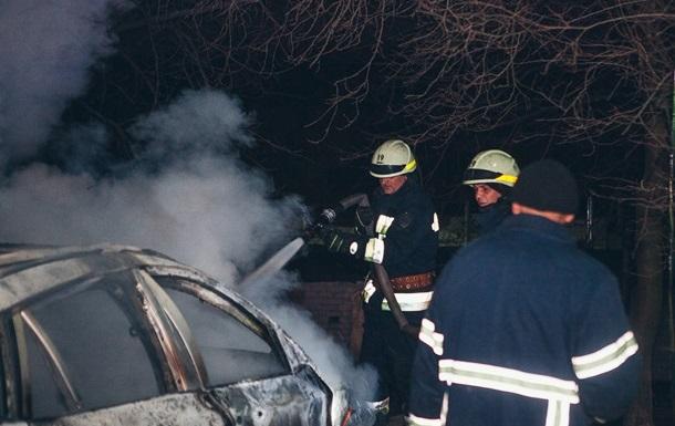 В Киеве горели два автомобиля
