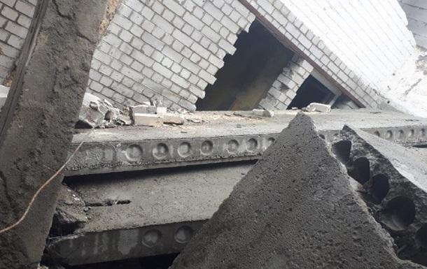 В Киеве на людей рухнули бетонные плиты: есть жертва