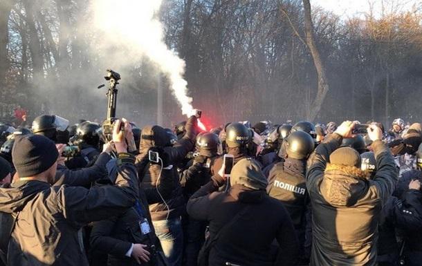 Порошенко у Вінниці: у поліцію кидали каміння і фаєри