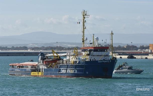 Мігранти захопили судно, що врятувало їх в Середземному морі