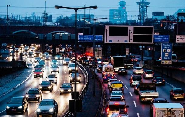 Європарламент схвалив жорсткі норми шкідливих викидів автомобілів