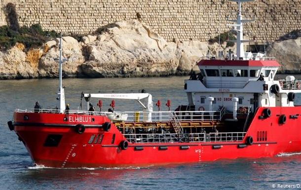 Військові Мальти встановили контроль над захопленим мігрантами танкером