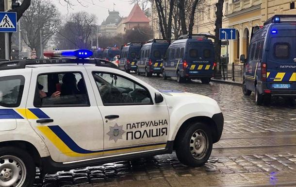 Силовики перекрили центр Львова через Порошенка