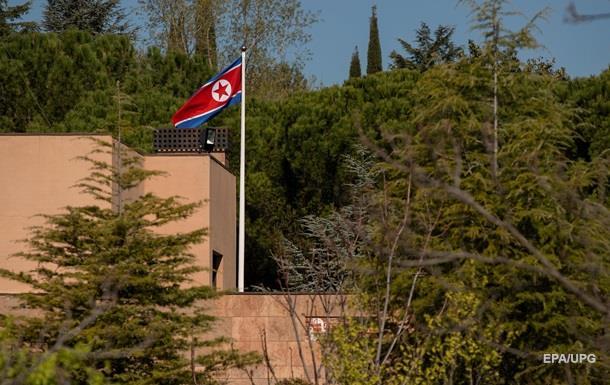 З мачете. Дивний напад на посольство КНДР
