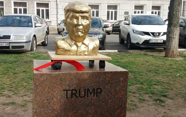 В Одессе появились памятники Ким Чен Ыну и Трампу