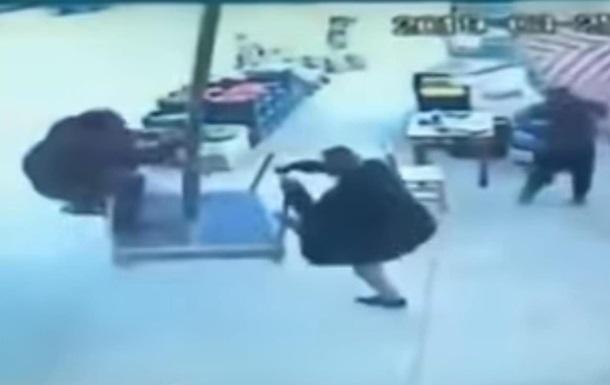 У Туреччині вітер забрав чоловіка з парасолькою