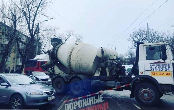 З явилося відео ДТП з бетономішалкою в Одесі
