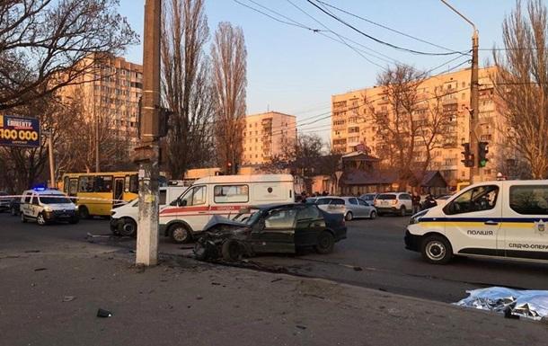 В Одессе Opel сбил нацгвардейцев, есть жертвы