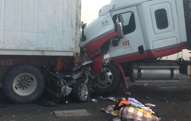 В Мексике столкнулись 15 авто, погибли пять человек