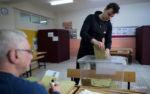 У Туреччині тривають місцеві вибори. Партія Ердогана може програти