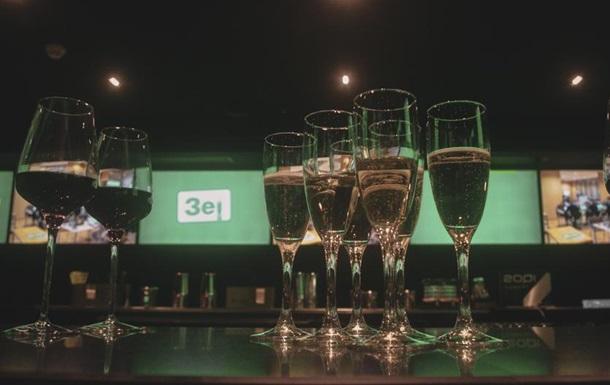 Перемога не  по приколу : як зустрічали результати виборів в штабі Зеленського - DW