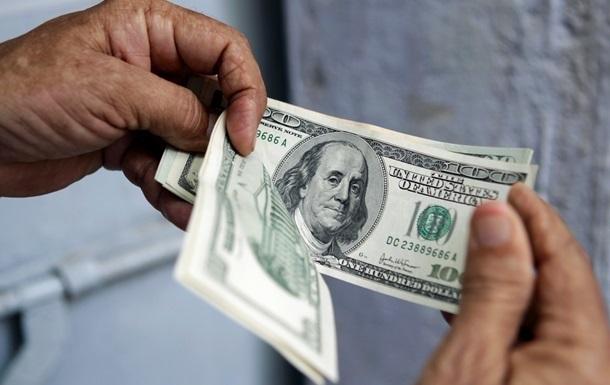 В обмінниках після вихідних незначно підвищився курс долара