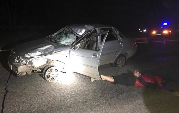 На Харьковщине копы со стрельбой задержали водителя, сбившего пешехода