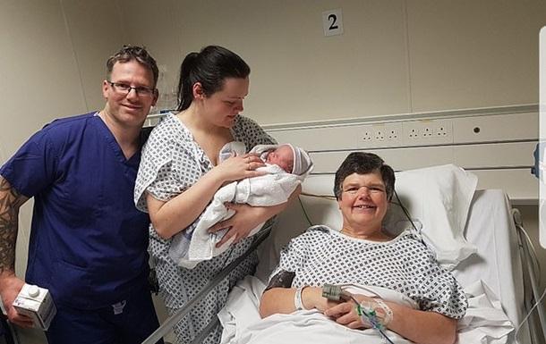 Британка в 55 років виносила дитину для безплідної дочки