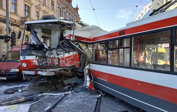 У Чехії 25 людей постраждали в лобовому зіткненні трамвая і тролейбуса