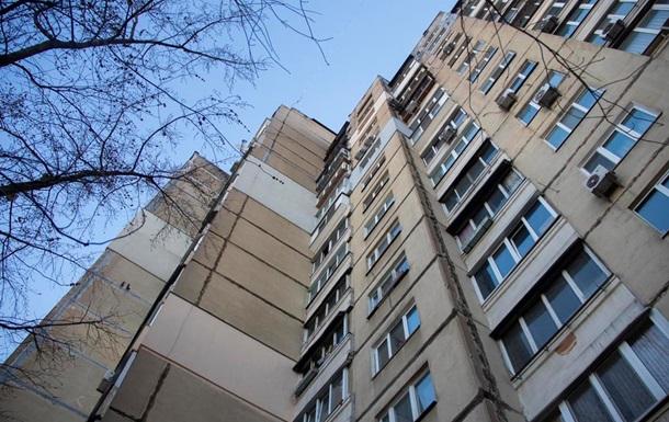 У Києві чоловік викинувся з вікна 12 поверху