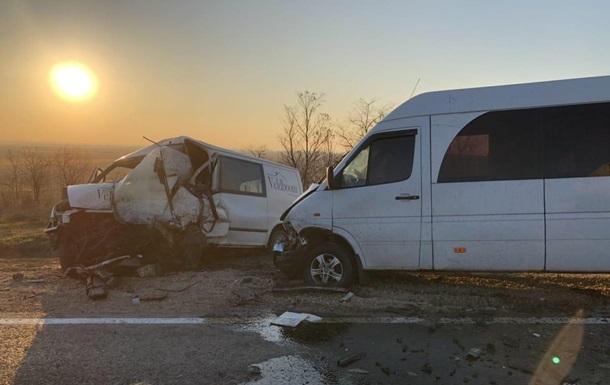 Під Одесою зіткнулися два мікроавтобуси і маршрутка, є жертва
