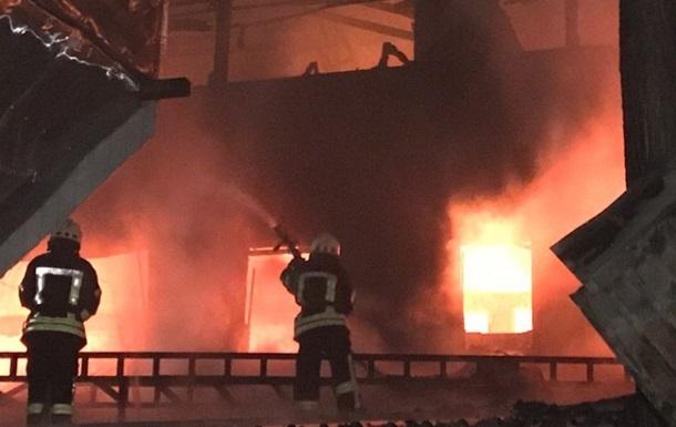Под Киевом мужчина напал на пожарных с саперной лопаткой