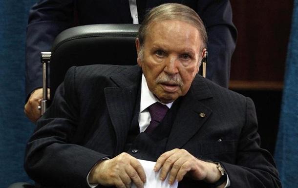 20-річне правління президента Алжиру офіційно завершилося