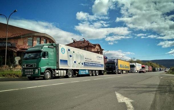 На кордоні зі Словаччиною черга з фур - ДПСУ