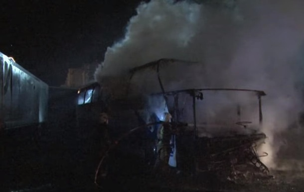 Во Львове дотла сгорел автобус