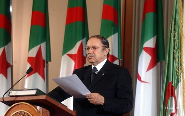 Президент Алжиру, який пішов у відставку, вибачився перед народом