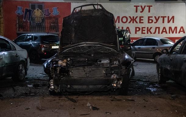 На парковці в Києві вибухнуло авто, є поранений