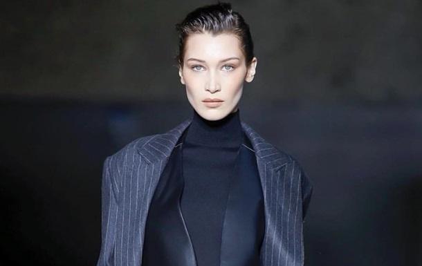 Бэлла Хадид снялась в бархатном черном платье для греческого Vogue