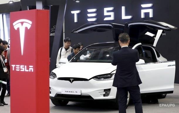 Tesla скоротила продаж електромобілів на третину