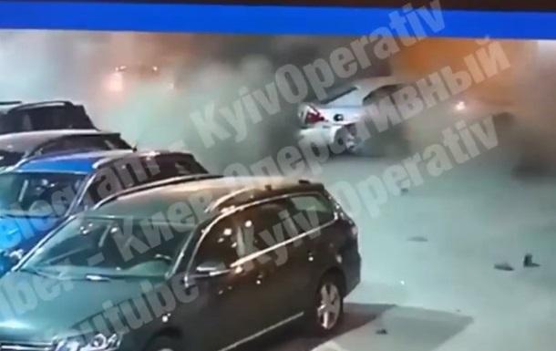 Момент вибуху автомобіля в Києві потрапив на відео